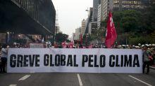 Greve do clima em SP tem partidos e gritos de 'fora Bolsonaro' e 'viva a Amazônia'