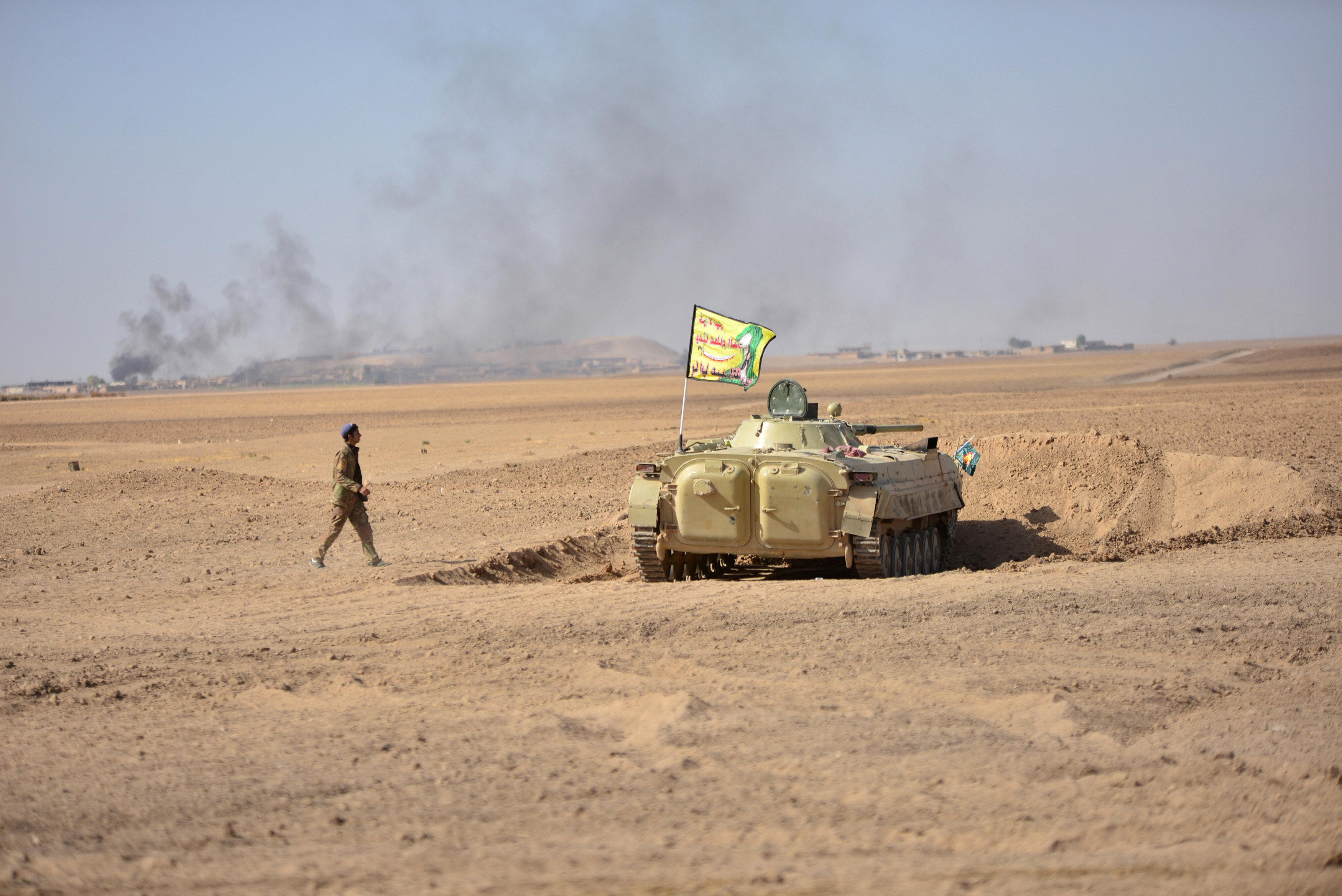 Popular Mobilization Forces (PMF) take part in an operation against Islamic State militants on the outskirts of the town of Hammam Al-Alil, south of Mosul, Iraq October 31, 2016. REUTERS/Stringer EDITORIAL USE ONLY. NO RESALES. NO ARCHIVE.