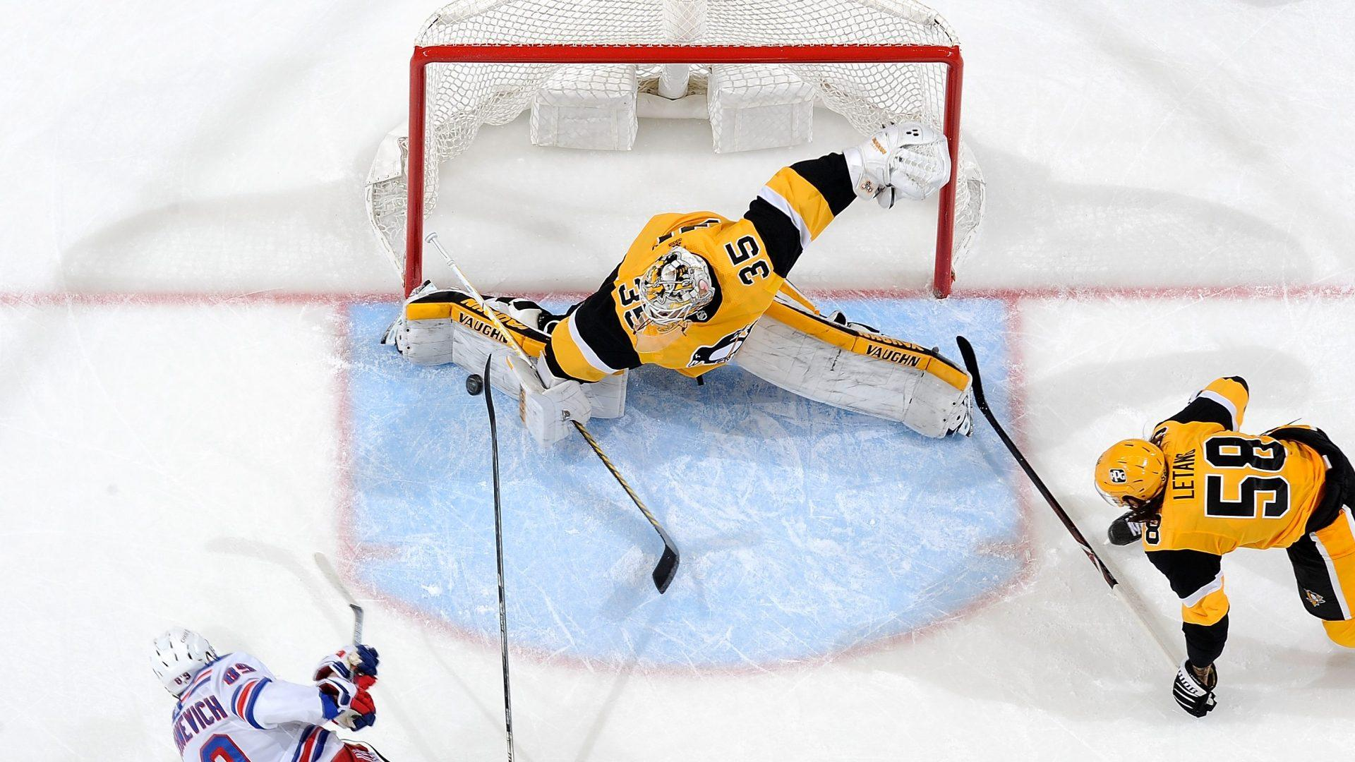 Jarry shines as Penguins hold on for big win; Malkin, Kapanen forming chemistry