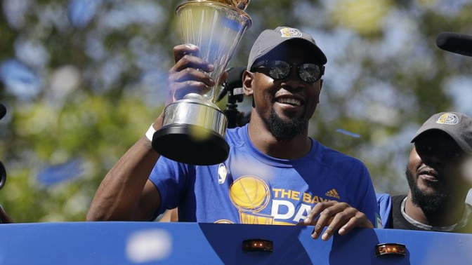 Kevin Durant trolls haters with cupcake hat featuring NBA championship ring