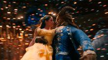 Emma Watson SÍ puede cantar: no te pierdas su primer clip cantando como 'Bella'