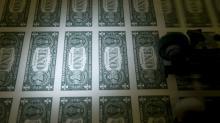 Greenback Sinks, Treasuries Get a Boost From Trump's Fed Salvo