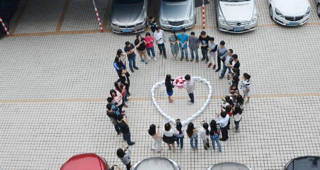 China: Misslungener Heiratsantrag mit 99 iPhone 6
