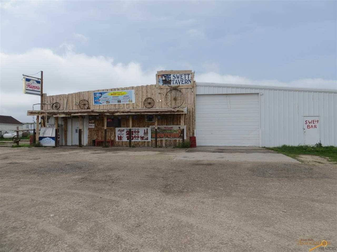 <p>All photos are from last year's listing. Since then, the bank that owns Swett has removed three decaying mobile homes and a transport trunk rotting on the property. The bank even installed new signs for the town.<br></p>