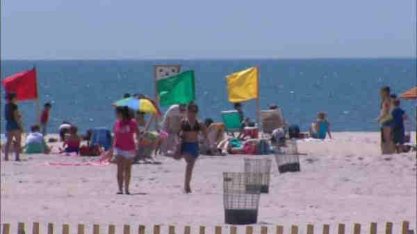 More people showing up after rainy weekend on Long Island beaches