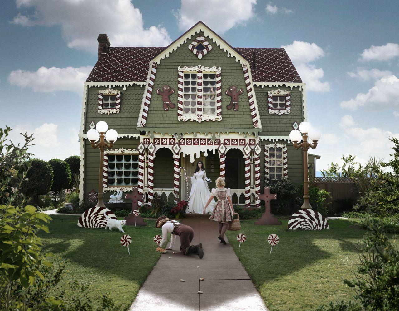 """<p>Known for her amazing themed home decorations, Christine McConnell showed her holiday spirit with this giant gingerbread house makeover. The incredible decor took a staggering effort of seven full 15-hour days of work to complete. (Photo:<a href=""""http://www.christinehmcconnell.com/"""" rel=""""nofollow noopener"""" target=""""_blank"""" data-ylk=""""slk:Christine McConnell"""" class=""""link rapid-noclick-resp""""> Christine McConnell</a>) </p>"""