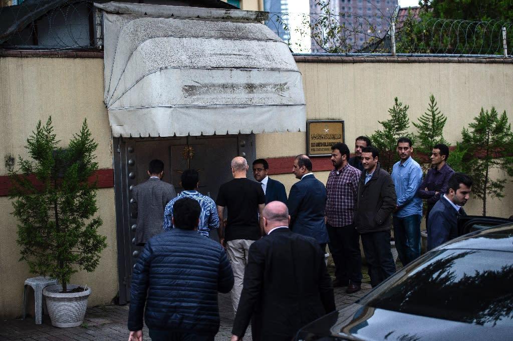 Saudi officials arrive for an investigation into the disappearance of Saudi journalist Jamal Khashoggi at the Saudi consulate in Istanbul (AFP Photo/Bulent KILIC)