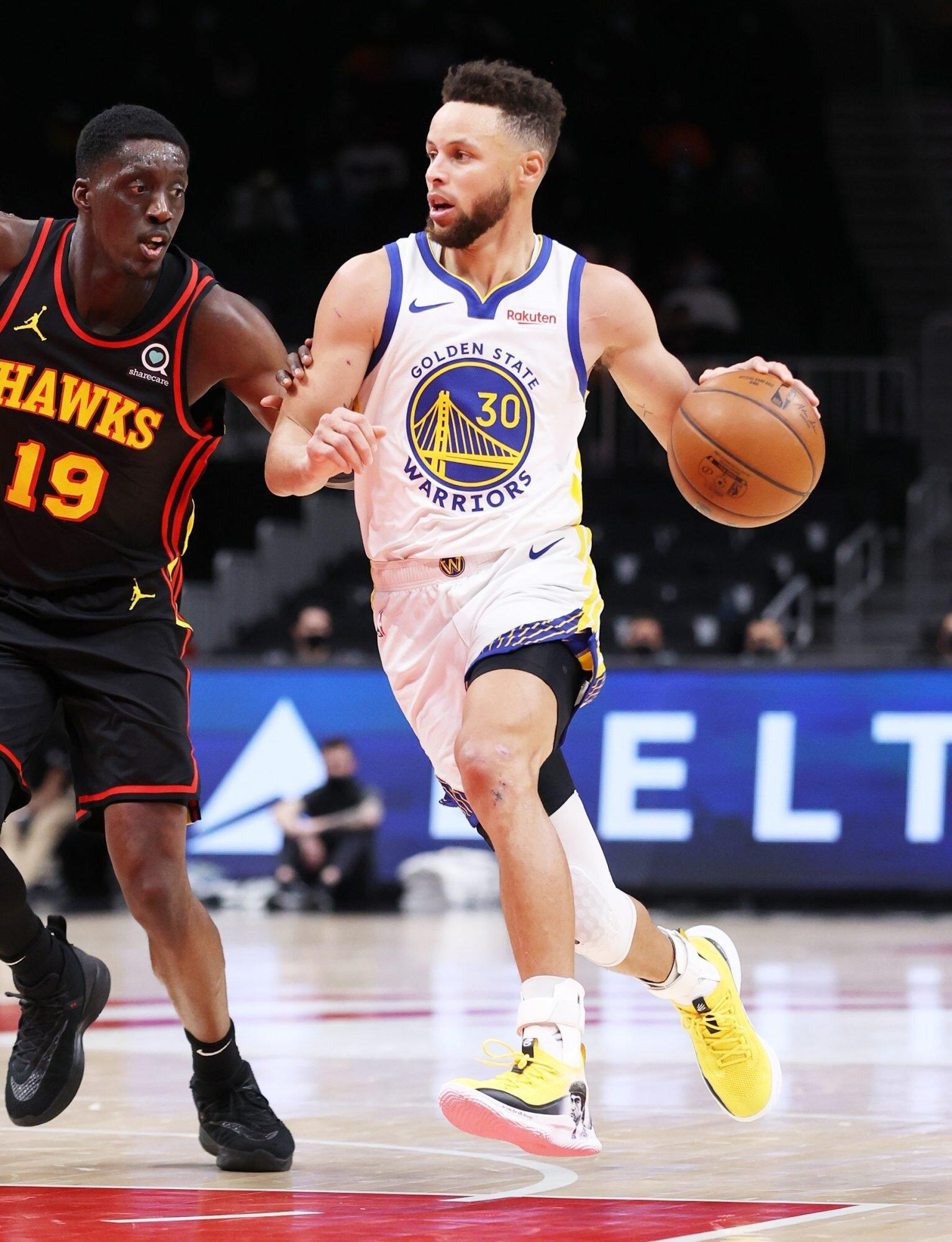 uk.sports.yahoo.com: Stephen Curry Wears Custom Hand-Painted Sneakers to Support Asian American Community