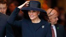 Kate Middleton batalla con este sombrero pero no perdió la sonrisa; mira lo que pasó