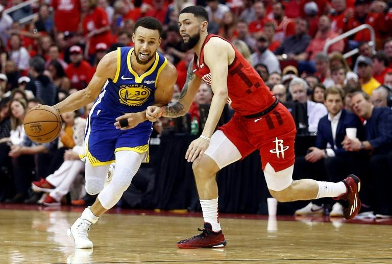 cbede4ef572b Golden State s Stephen Curry (left) scored all his points in the second  half as the defending champion Warriors booked their spot in the NBA s  final four by ...