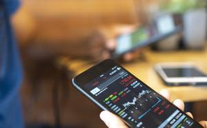 Here's what to consider before getting into day trading