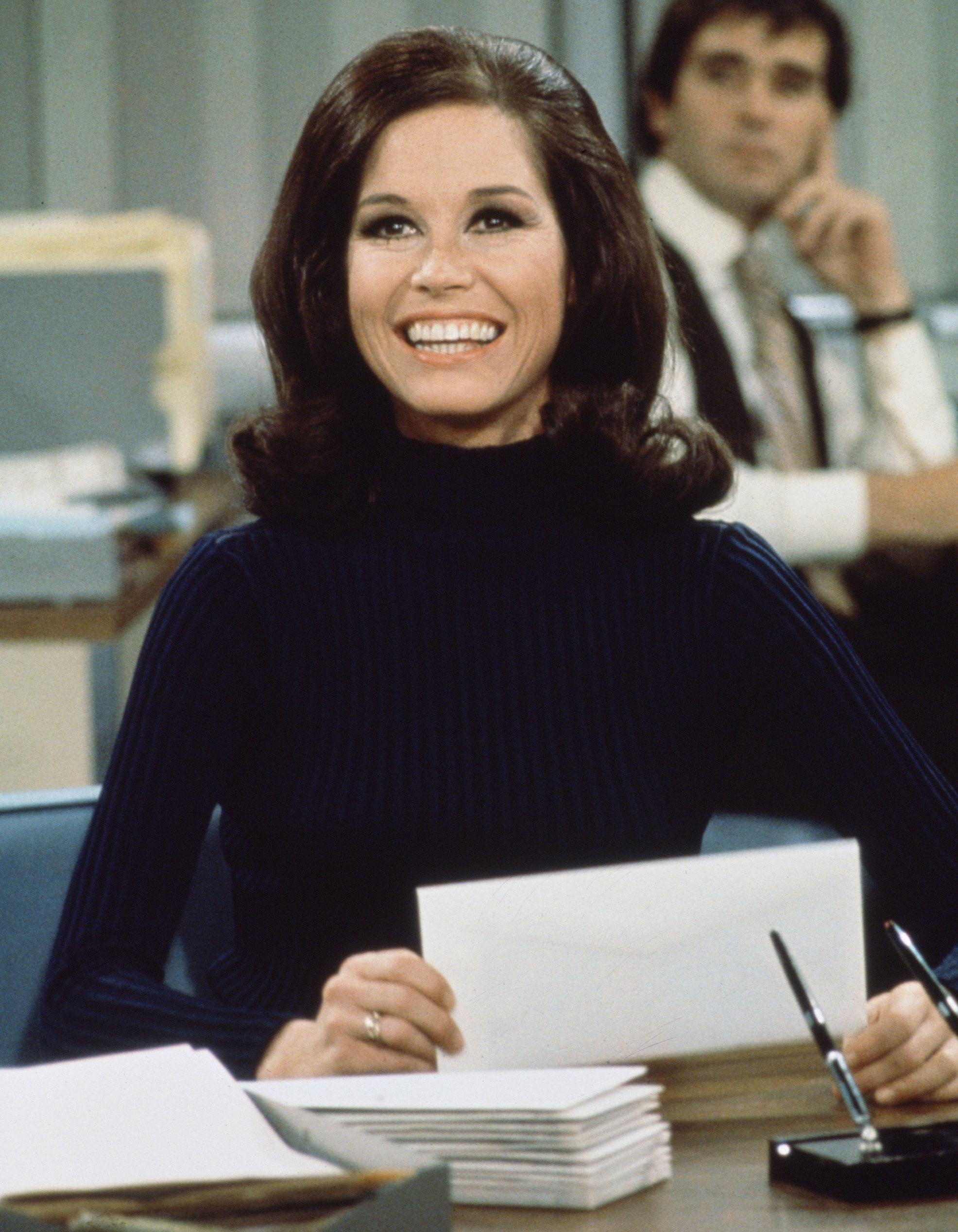 Let These Iconic Mary Tyler Moore Looks Inspire Your 9 To 5 Style