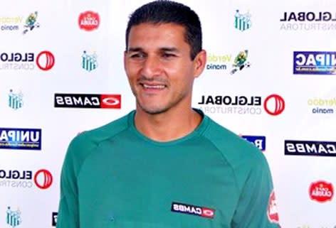 Jogador já teve passagens pelo futebol europeu e asiático