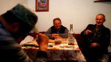 WIDER IMAGE-Mladic todavía es un héroe en su pueblo natal