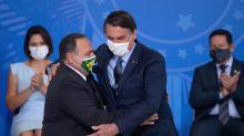 Efetivado no cargo, Pazuello diz que SUS não colapsou e que o País está vencendo a guerra