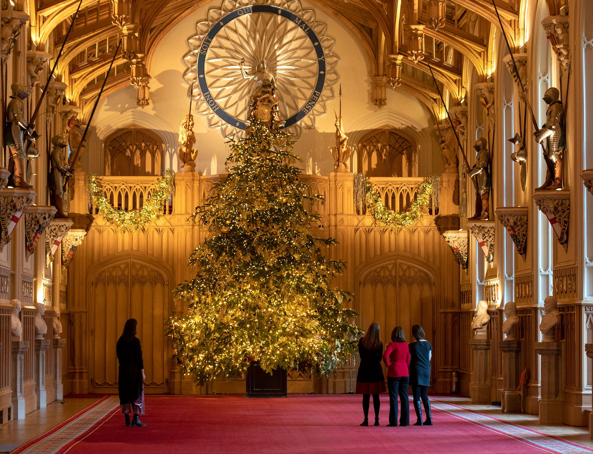 The 20-Ft Royal Christmas Tree at Windsor Castle Has the ...