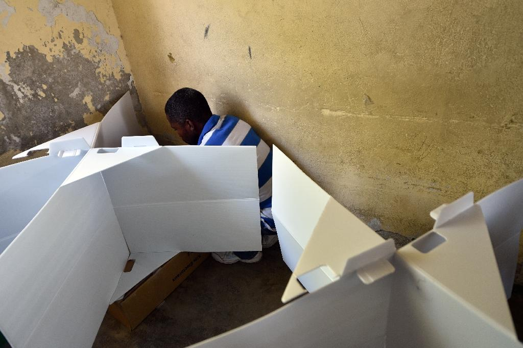 A man votes at a polling station during the Legislative Elections in Port-au-Prince on August 9, 2015 (AFP Photo/Hector Retamal)