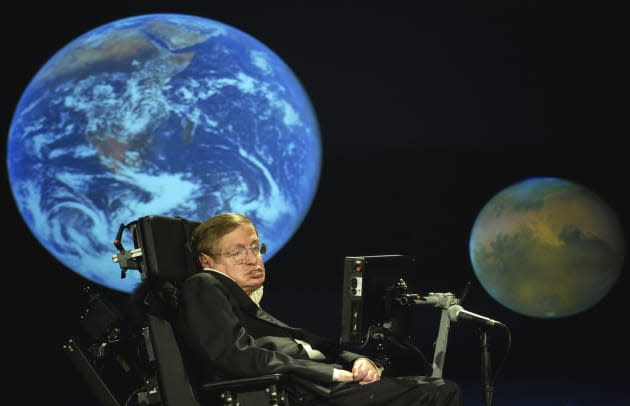 Stephen Hawking is still terrified of the AI revolution