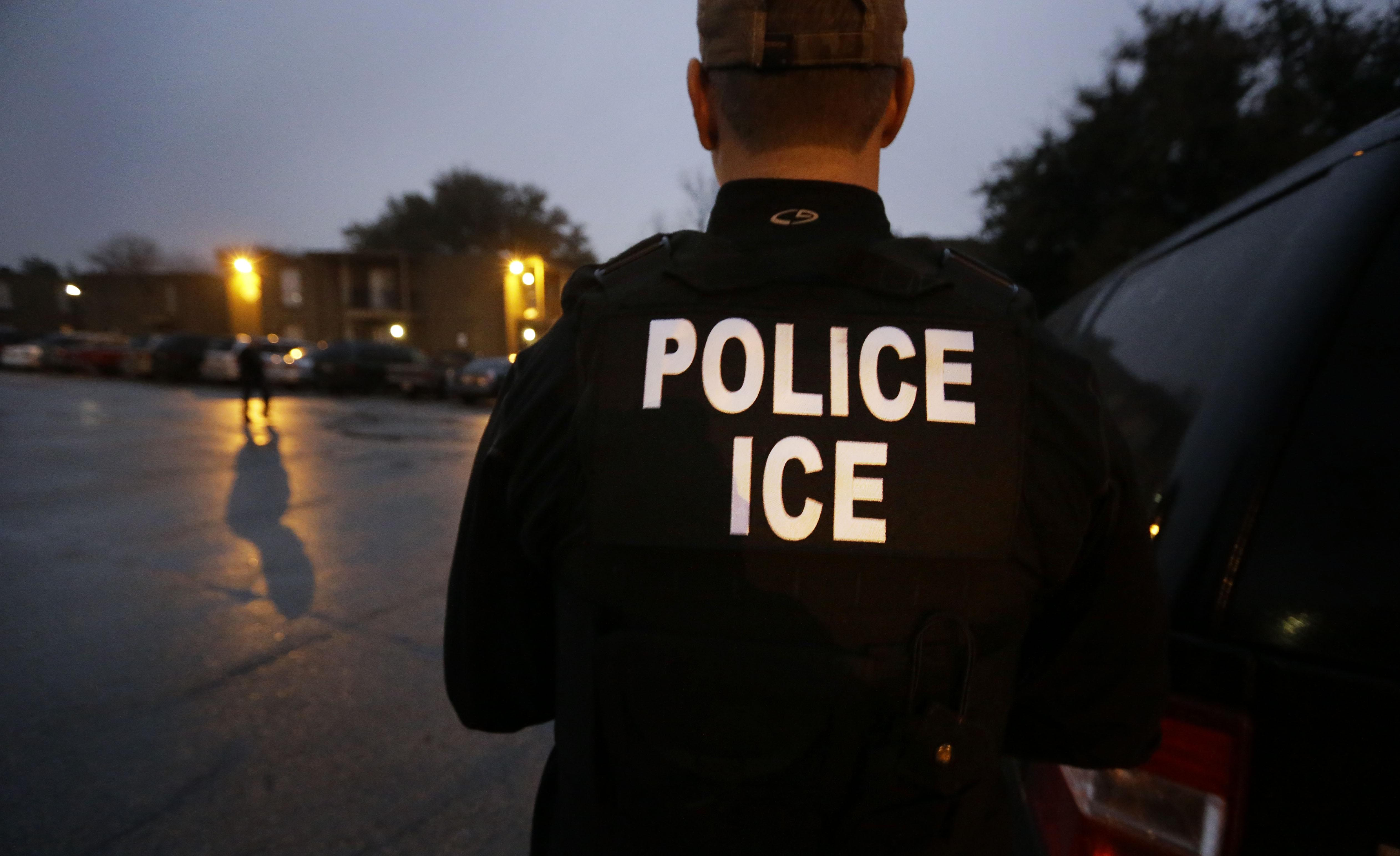 Ex-ICE officials criticize Trump's tweet about upcoming deportation sweep