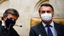 'Dormiam com máscaras, pegaram o vírus agora, não adianta', diz Bolsonaro