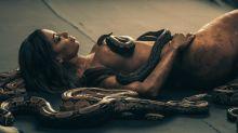 Anitta surge nua e coberta de cobras em prévia de clipe