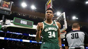 NBA, Antetokounmpo spazza via i Bulls