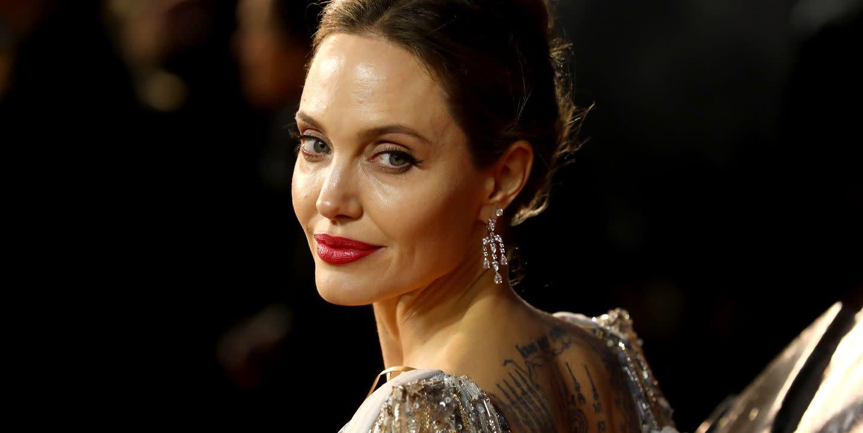 Nuovo anno nuovo look per Angelina Jolie, che dà il