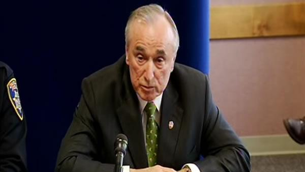 Oakland introduces new police consultant William Bratton