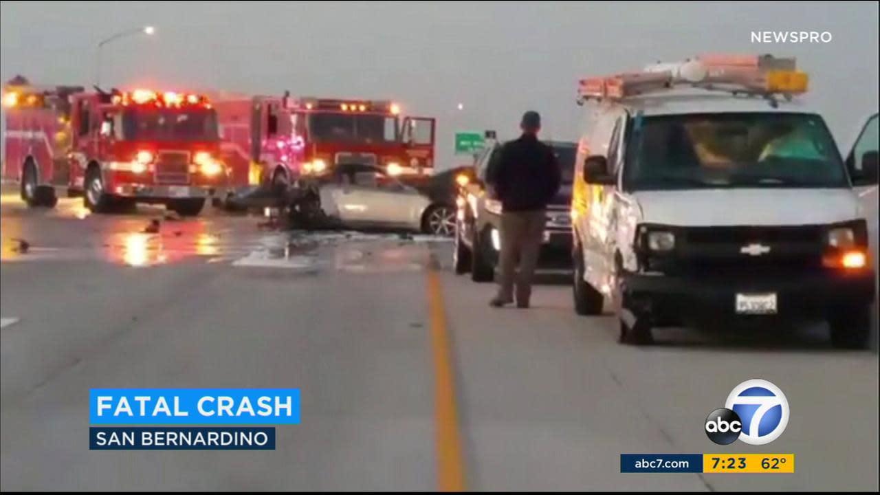 Fatal 6-car crash shuts down NB 215 Fwy in San Bernardino