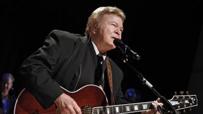 Roy Clark, country guitar virtuoso, dies at 85