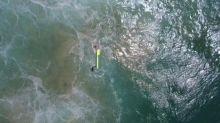 Dron rescata a dos nadadores en Australia