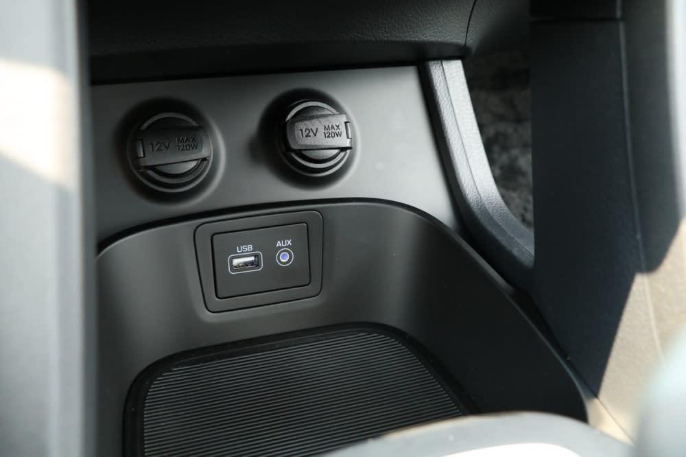 排檔座前方提供置物空間,USB、Aux-in介面也位於此處