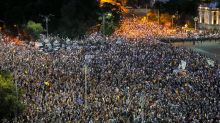 Romanians protest govt corruption for 2nd straight day