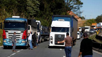 Quase 2 mil caminhoneiros se mobilizam por greve