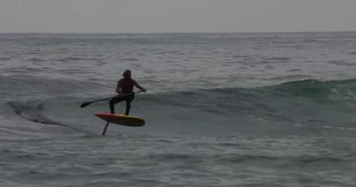 Surf - Vidéo : Laird Hamilton surfe en stand-up foil à Guéthary