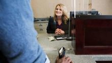評估銀行前景要看三大因素