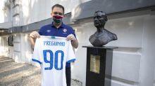 CBF doa camisa da Seleção ao museu do Flu como homenagem a Preguinho