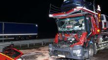 Schwerer Unfall auf A10: Transporter prallt auf Stauende - Beifahrer in Lebensgefahr