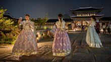 FOTO: Berkeliling Istana Gyeongbokgung Seoul di Kala Malam