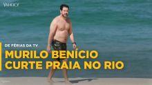 Murilo Benício curte praia e encara paparazzi
