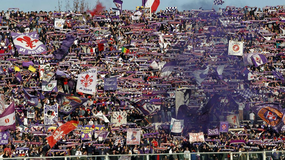 """I tifosi della Fiorentina non ci stanno: """"Ora correte o verrete bastonati"""""""