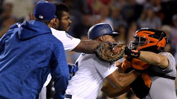 Benches clear during Dodgers-Giants brawl