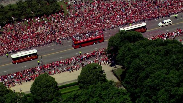 RAW: Aerial views of Blackhawks parade in downtown Chicago