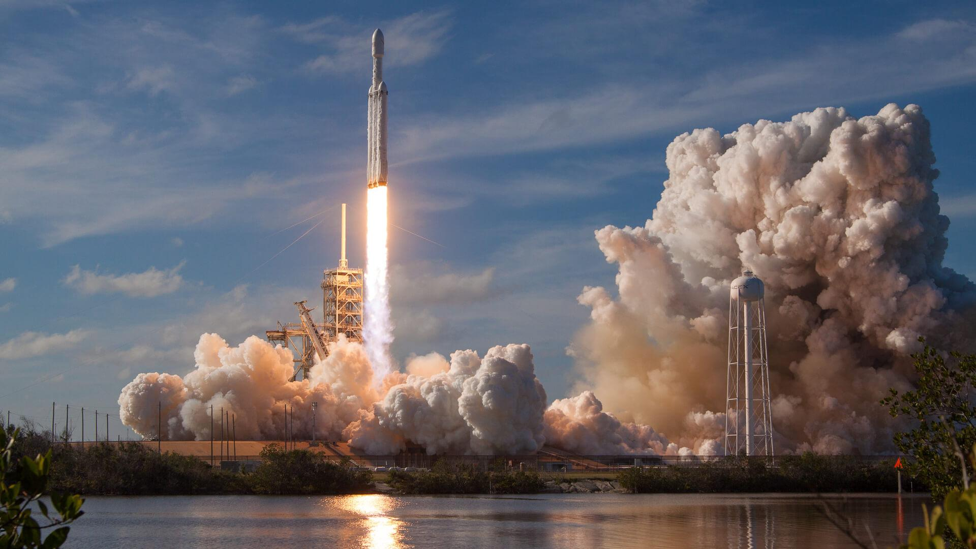 SpaceX Elona Muska beats Jeff Bezos blue background and gets NASA contract of the month