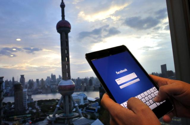 Facebook tiptoes into China by opening a startup incubator