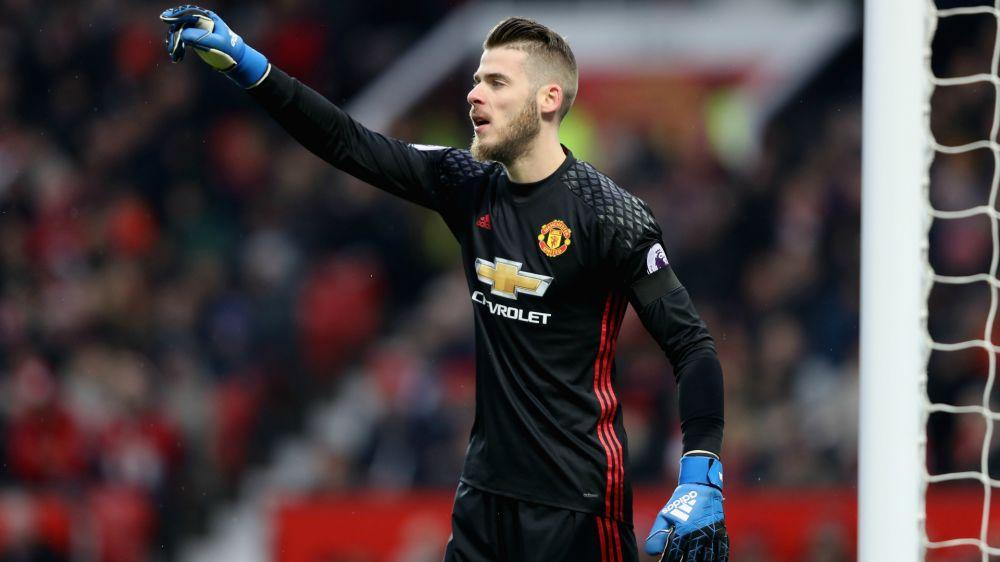 """""""Ele não vai sair nesta temporada"""" - José Mourinho garante que De Gea não vai deixar o Manchester United"""