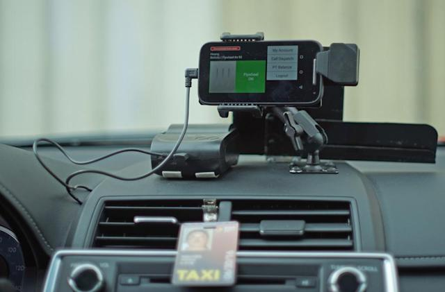 Flywheel gives taxi drivers an Uber-like app of their own