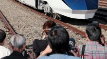 Japan railway 'deeply sorry' after train leaves 20 seconds early
