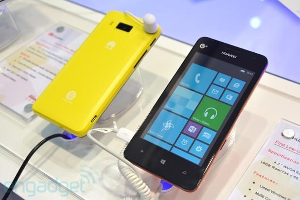 Huawei Ascend W2 shows up prematurely, packs color-matching backlit soft keys (hands-on)