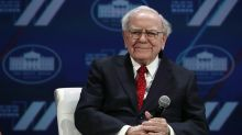 Warren Buffett is 'willing to look like an idiot in the short term,' according to 'Wall Street's biggest influencer'